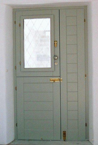 Θ156 Δίφυλλη εξώπορτα με οριζόντιο ραμποτέ και πορτέλο με τζαμιλίκι και σιδεριά Σύρος