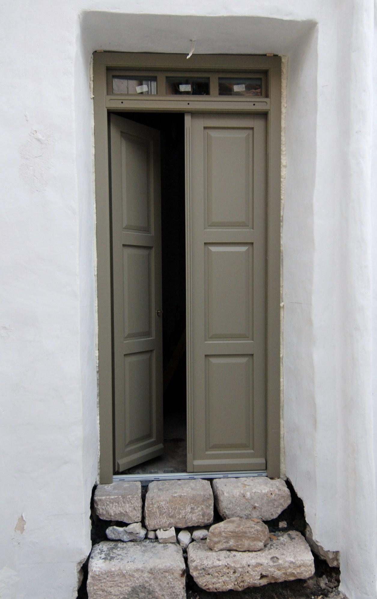 Θ153  Δίφυλλη εξώπορτα ταμλαδωτή με 3 ταμπλάδες και μπουγιουντρούκι ανοιγόμενο